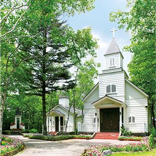 軽井沢の結婚式場の白樺高原教会